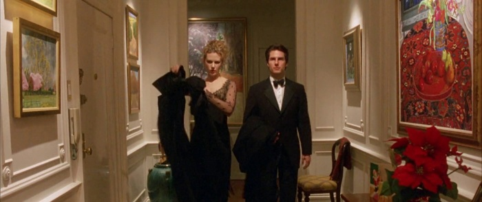 Kidman and Cruz in Eyes wide shut with paintings